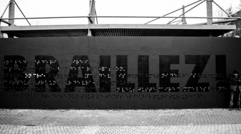 "photo mur inscription ""Braillez""_artiste The Blind"