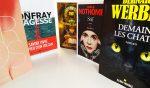 Image: 5 livres d'auteurs connus vous regardent, debout et en cercle sur une table blanche.