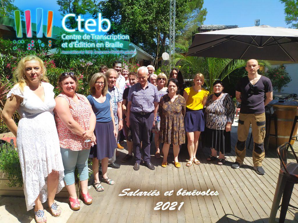 Photo d'équipe: salariés et bénévoles du CTEB