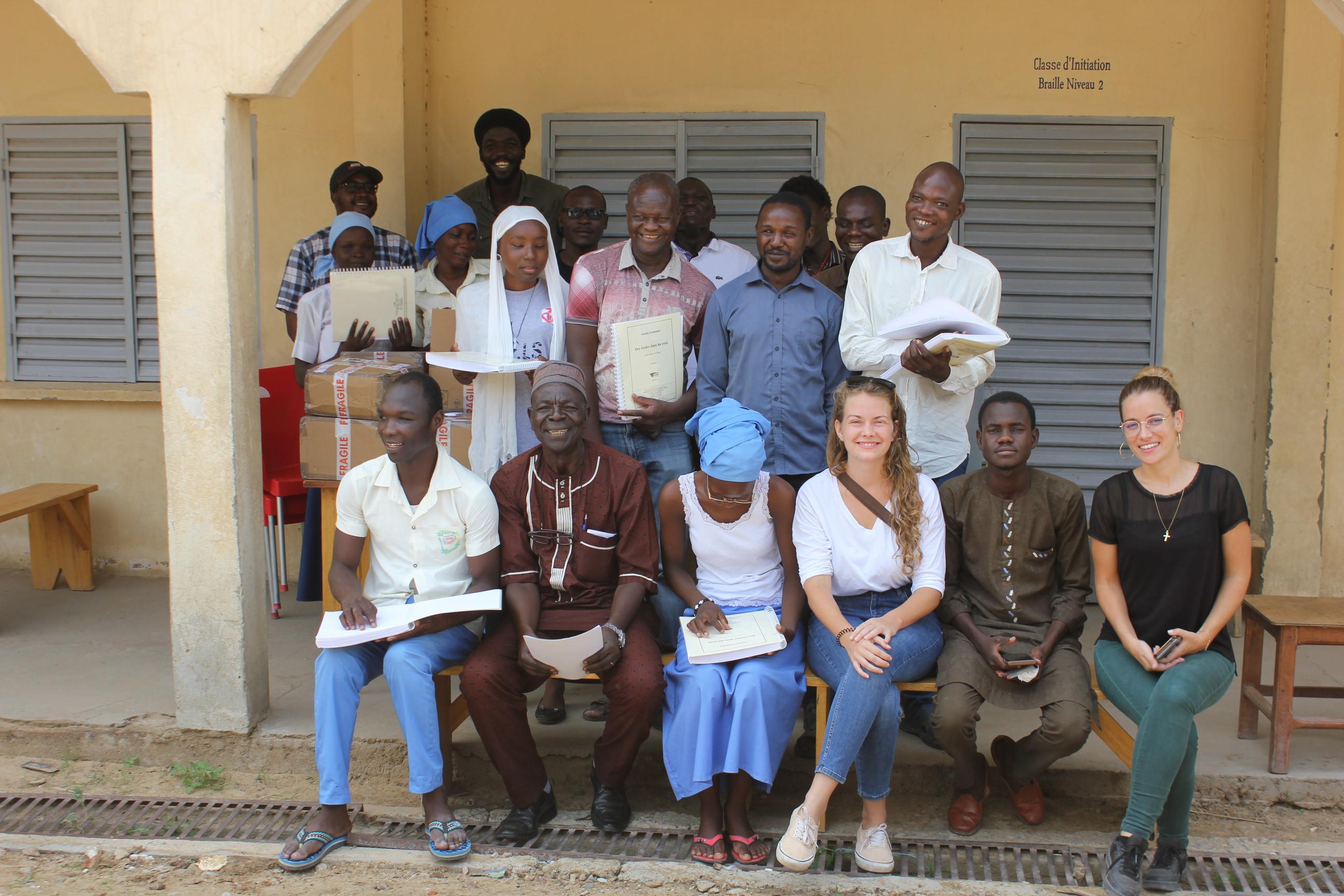 Photo de groupe au CRJA lors de la cérémonie de remise du don du CTEB